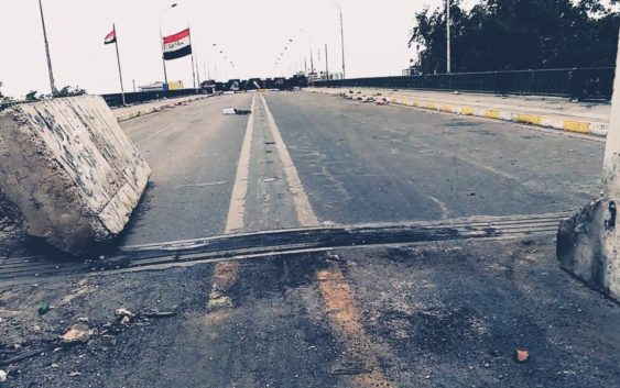 المحتجون يعيدون قطع الطرق في بغداد
