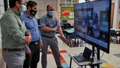 "Photo of النائب الفيدرالي ""إيريك كوسميركزيك"" يزور مدرسة الهجرة في ويندسور ."