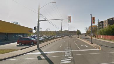 صورة مقتل رجل بعد أن دهسته سيارة على شارع وايندوت في ويندسور