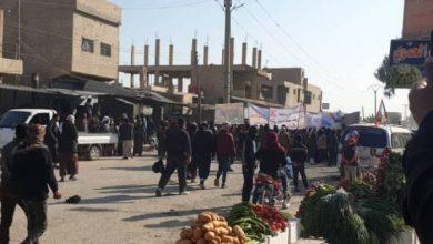 """صورة مسيرة ضد تركيا تنقلب إلى مظاهرة ضد """"قسد"""" بدير الزور"""