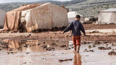 صورة وفاة طفل إثر تهدم خيمة مبنية من الطوب شمال إدلب