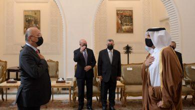 صورة وزير الخارجية القطري يسلم الرئيس العراقي رسالة من الشيخ تميم