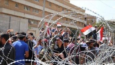 صورة العراق.. عشرات المتظاهرين يغلقون مبنى محافظة ذي قار