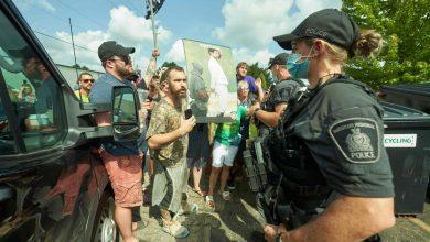 """صورة تُهدد بقتل ترودو """" مظاهرات غاضبة تعم المدن الكندية """" … إليكم المستجدات !"""