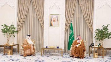 صورة الأمير محمد بن سلمان يبحث مع وزير خارجية قطر العلاقات الثنائية