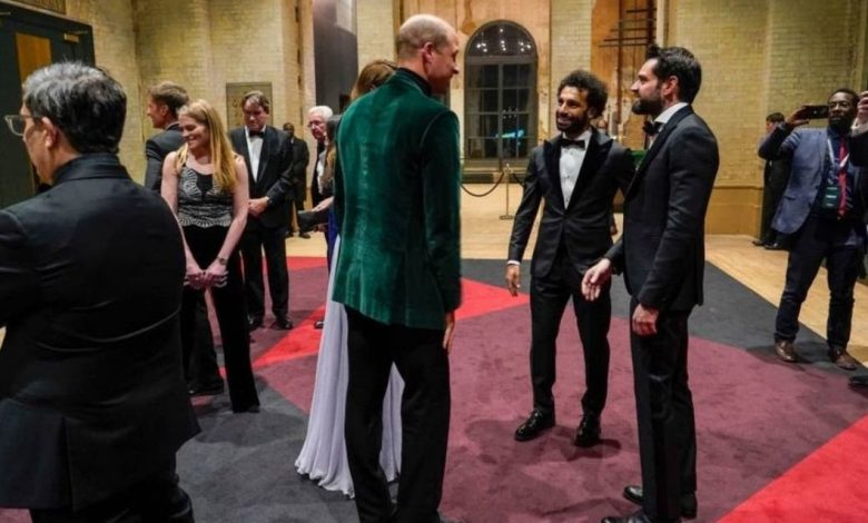 صورة صلاح يلبي دعوة البلاط الملكي البريطاني ويوجه تحذيراً للبشرية