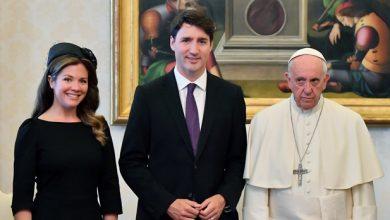 صورة البابا فرنسيس يوافق على زيارة كندا وزعماء السكّان الأصليّين يطالبونه بالإعتذار